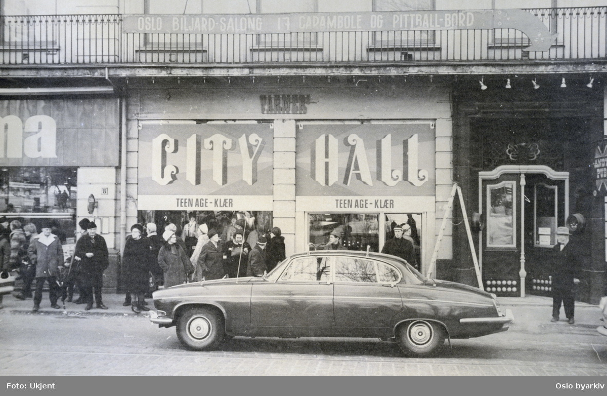 Stortingsgata ved Varnerbutikken CITY HALL teenage / ungdomsklær.