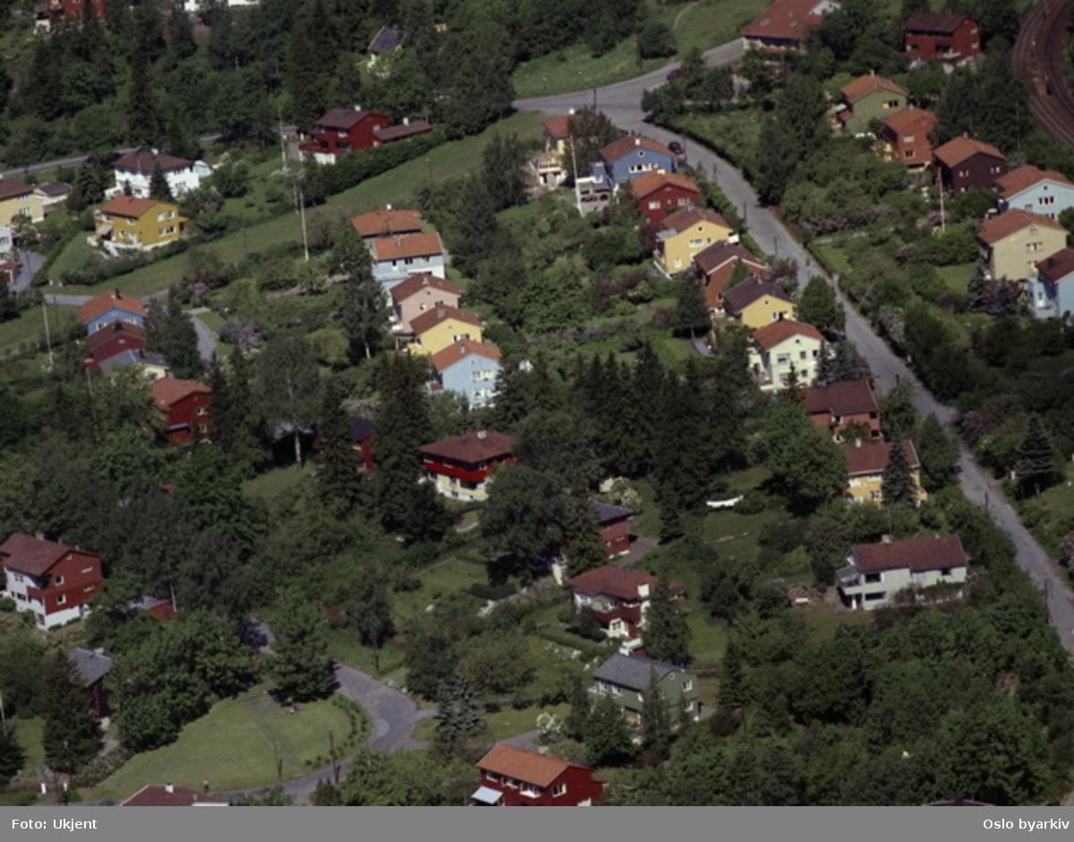 Boligområde Sogn. Kongleveien, treveiskryss med Carl Kjelsens vei og Sognsveien. Øverste Damefall. (Flyfoto)