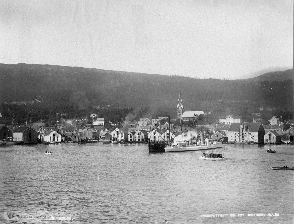Molde by sett fra sør., Molde by sett fra fjorden..Vi ser båtene Antverpia og Sleipner.