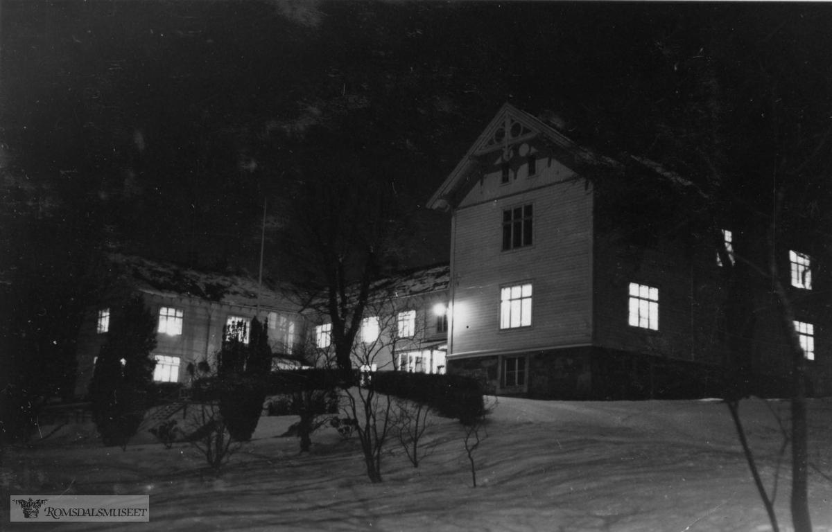 Reknes hospital om natten.