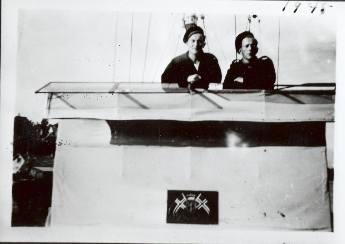 Enkeltbilde. Ubåtjageren Hitra på norskekysten 1945.