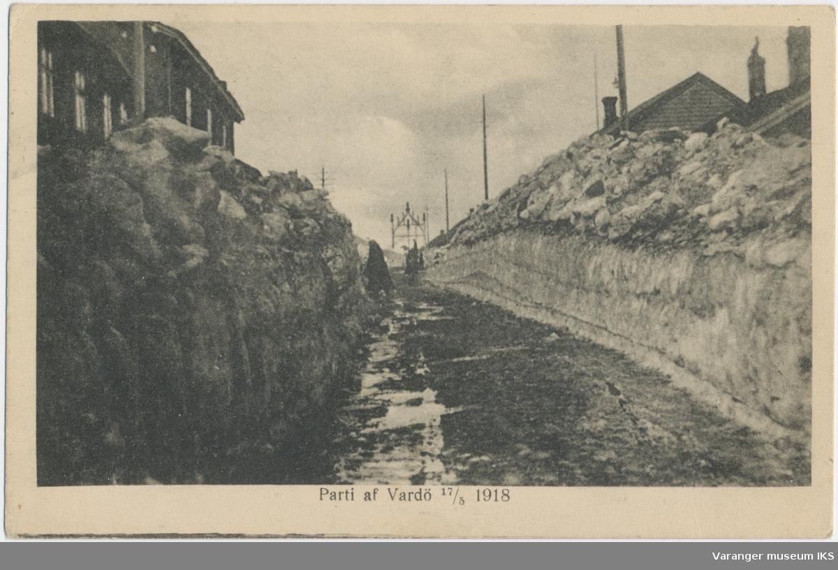 Postkort, Festningsgata, kongeporten i bakgrunnen, 17. mai 1918