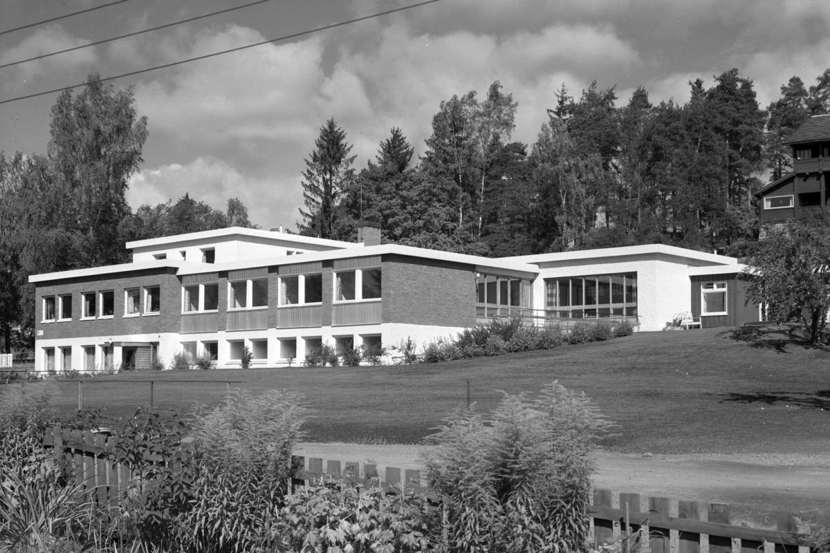 Sangenhagen, Sangenvegen 49, Hamar. Cerebralparese-hjemmet. Eksteriør. Hamar Sanitetsforening. Foto Normann 01. 09. 1959.