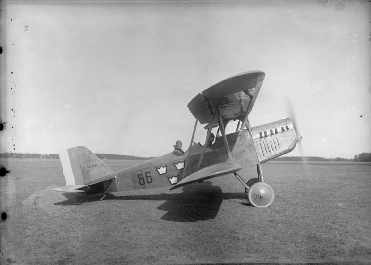 Flygplan SK 5  nr 66 på marken.