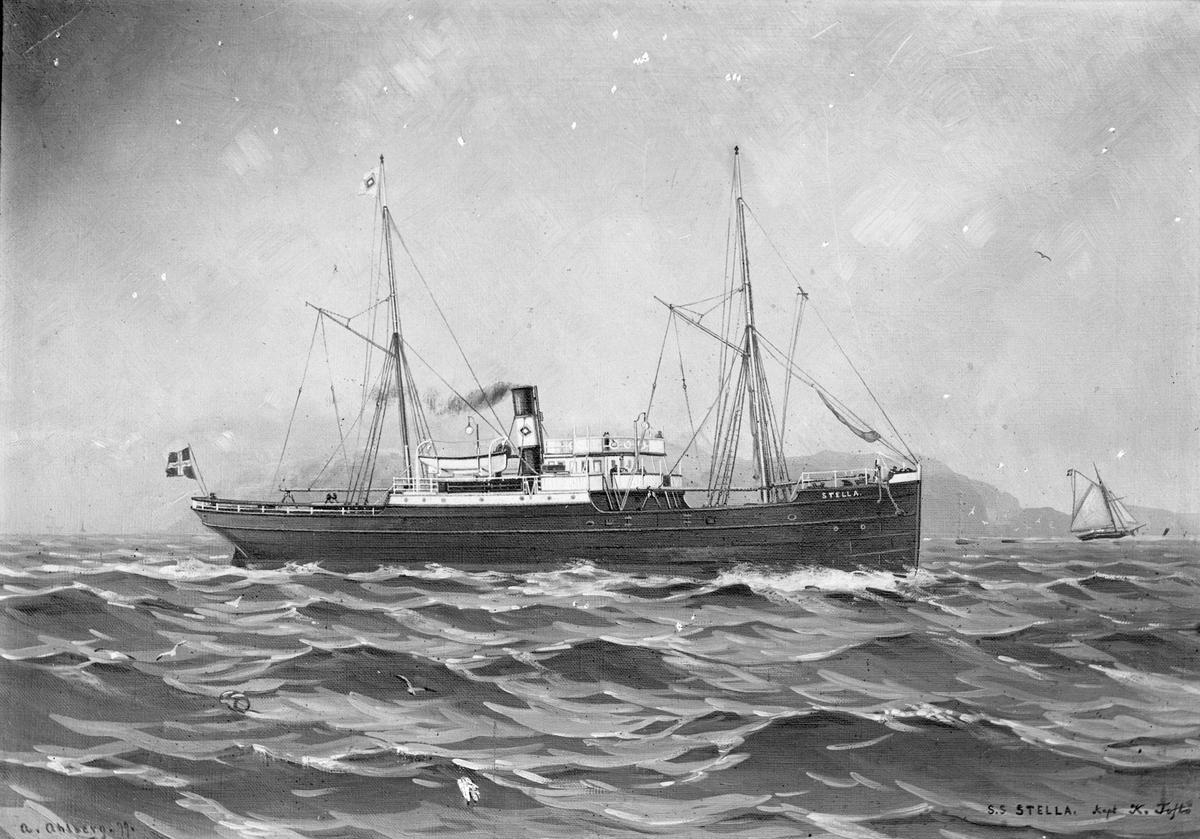 """Avfotografert maleri av dampskipet D/S """"Stella"""" nær land, med mindre seilebåt og fjell i bakgrunnen."""