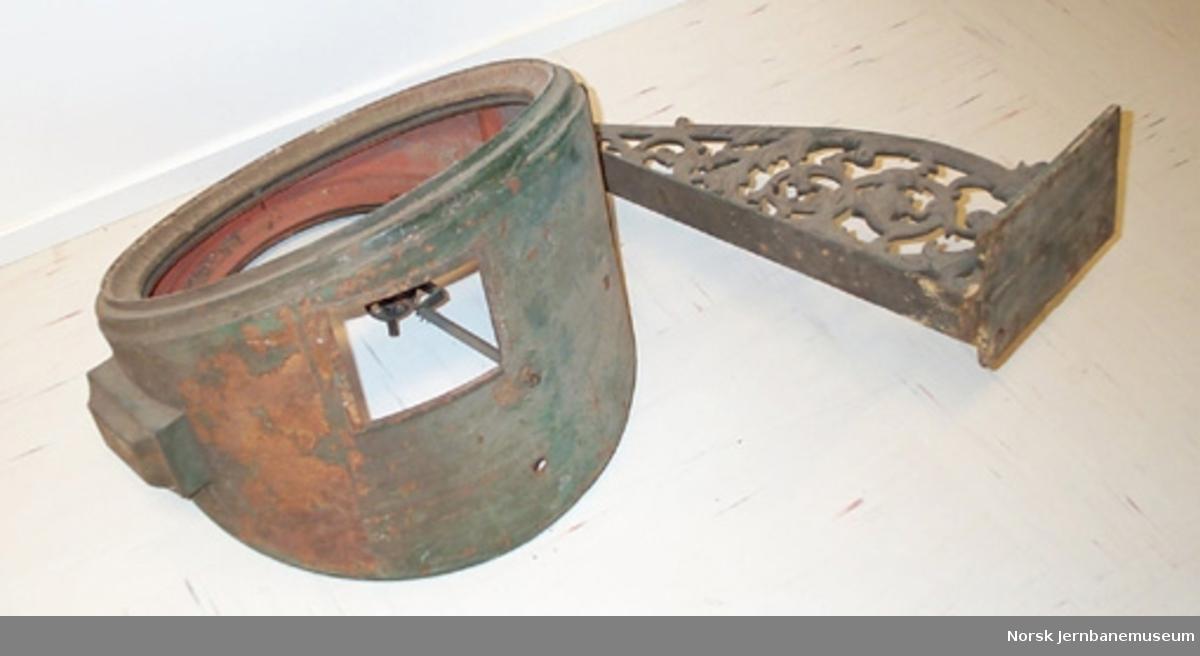Stasjonsur : plogur med brakett, defekt