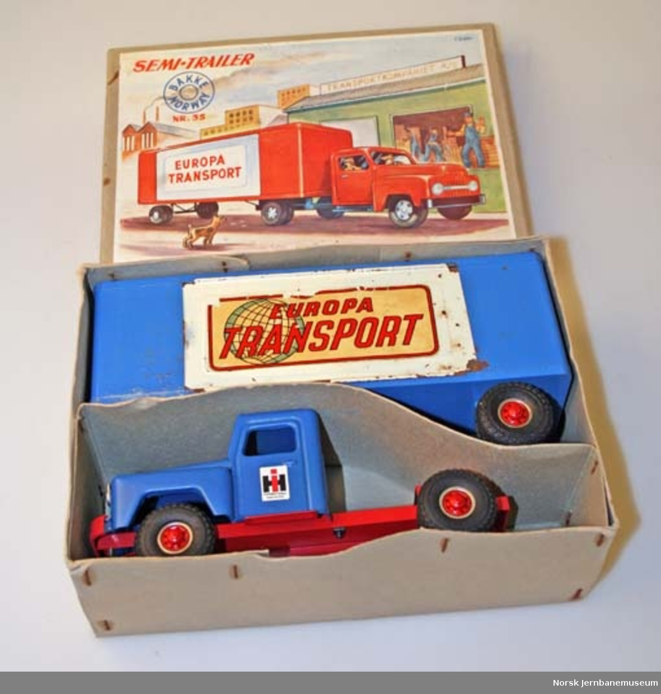 Lekebil : semitrailer med lukket tilhenger