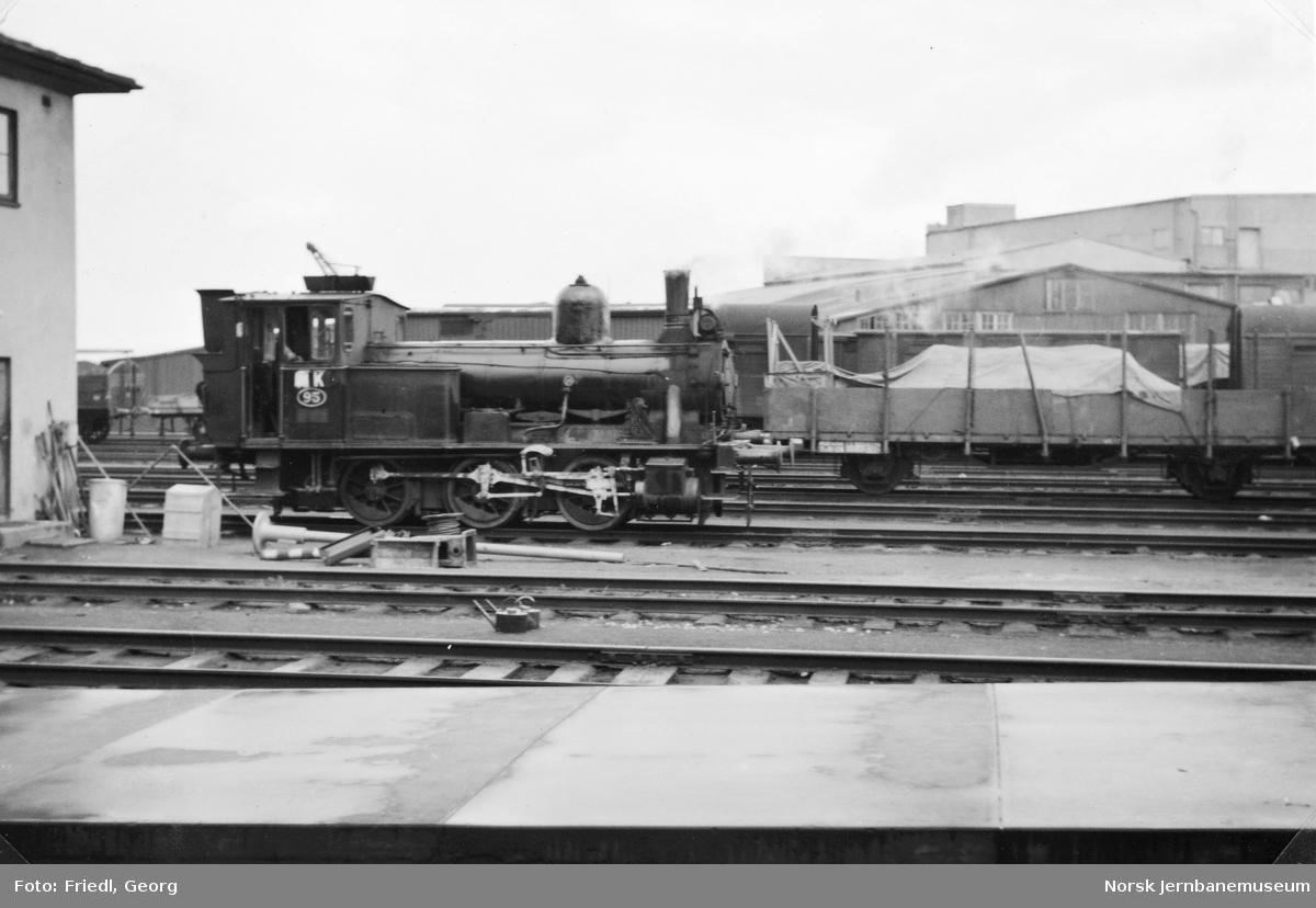 Damplokomotiv type 43a nr. 95 på Trondheim stasjon