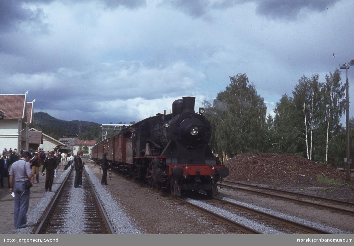 NSB damplok type 24b nr. 236 med NJK-tog på Flisa stasjon