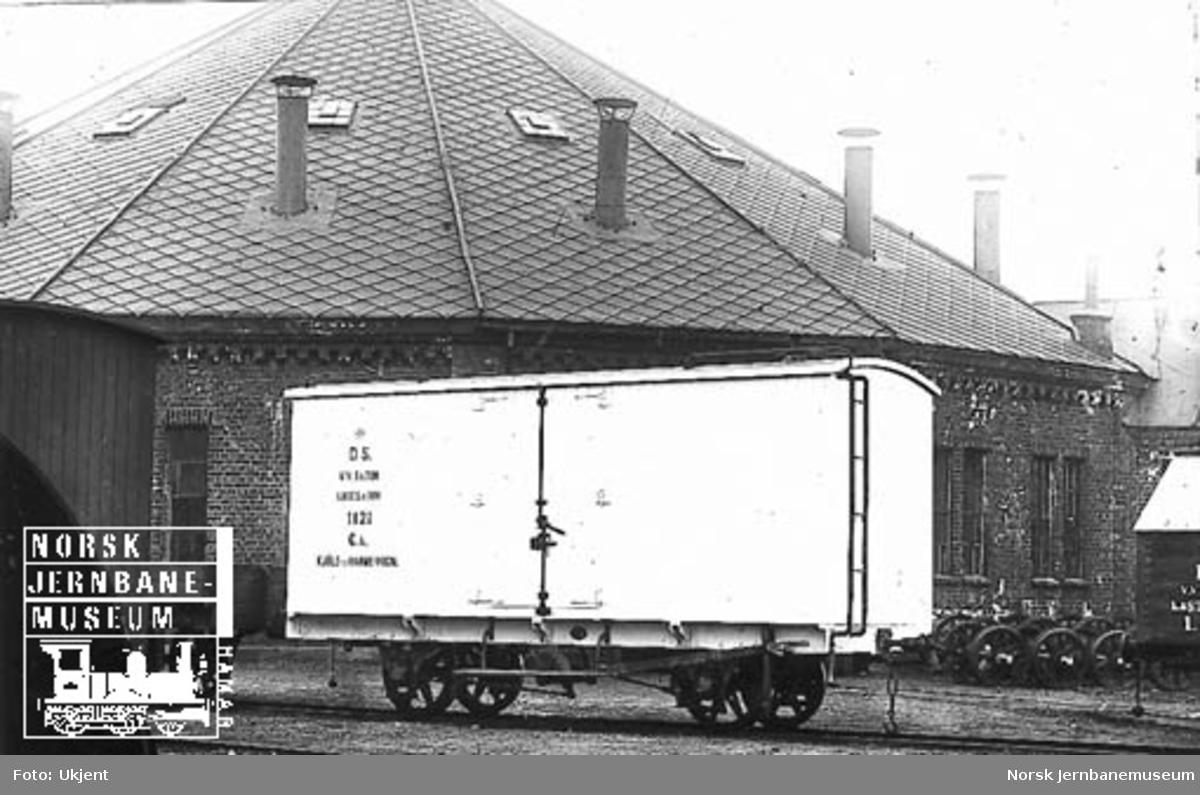 Vestfoldbanens kjøle- og varmevogn litra Gk nr. 1121 som ny