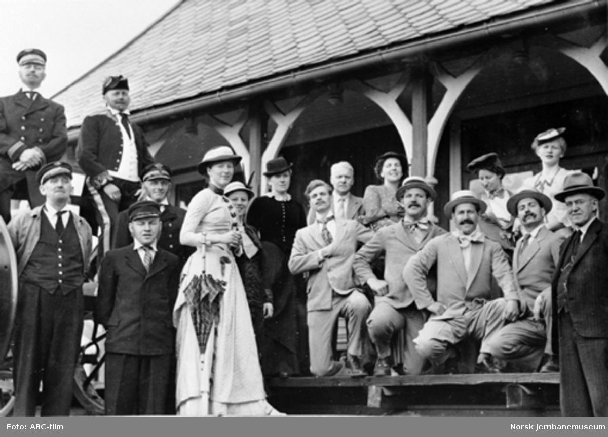 Jernbanemuseet på Disen : Personale og reisende i gamle klær