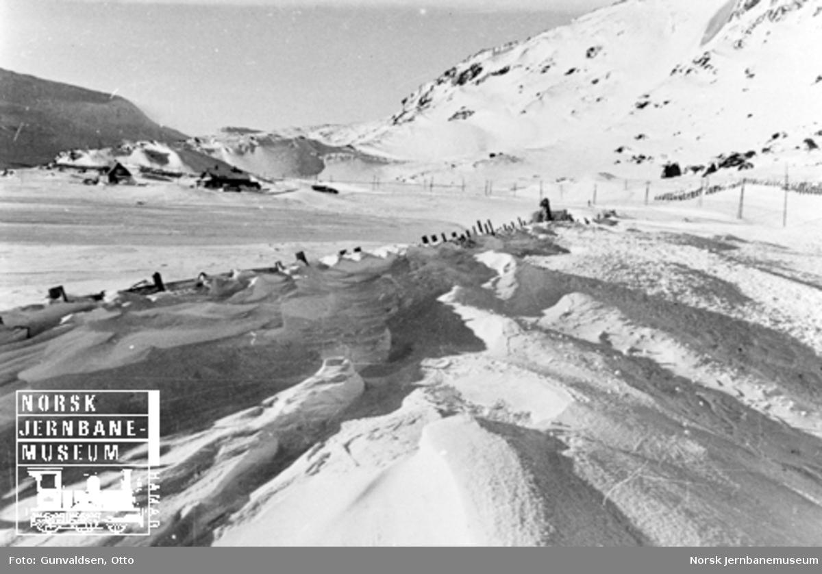 Fylt snøskjerm ved Oksebotn