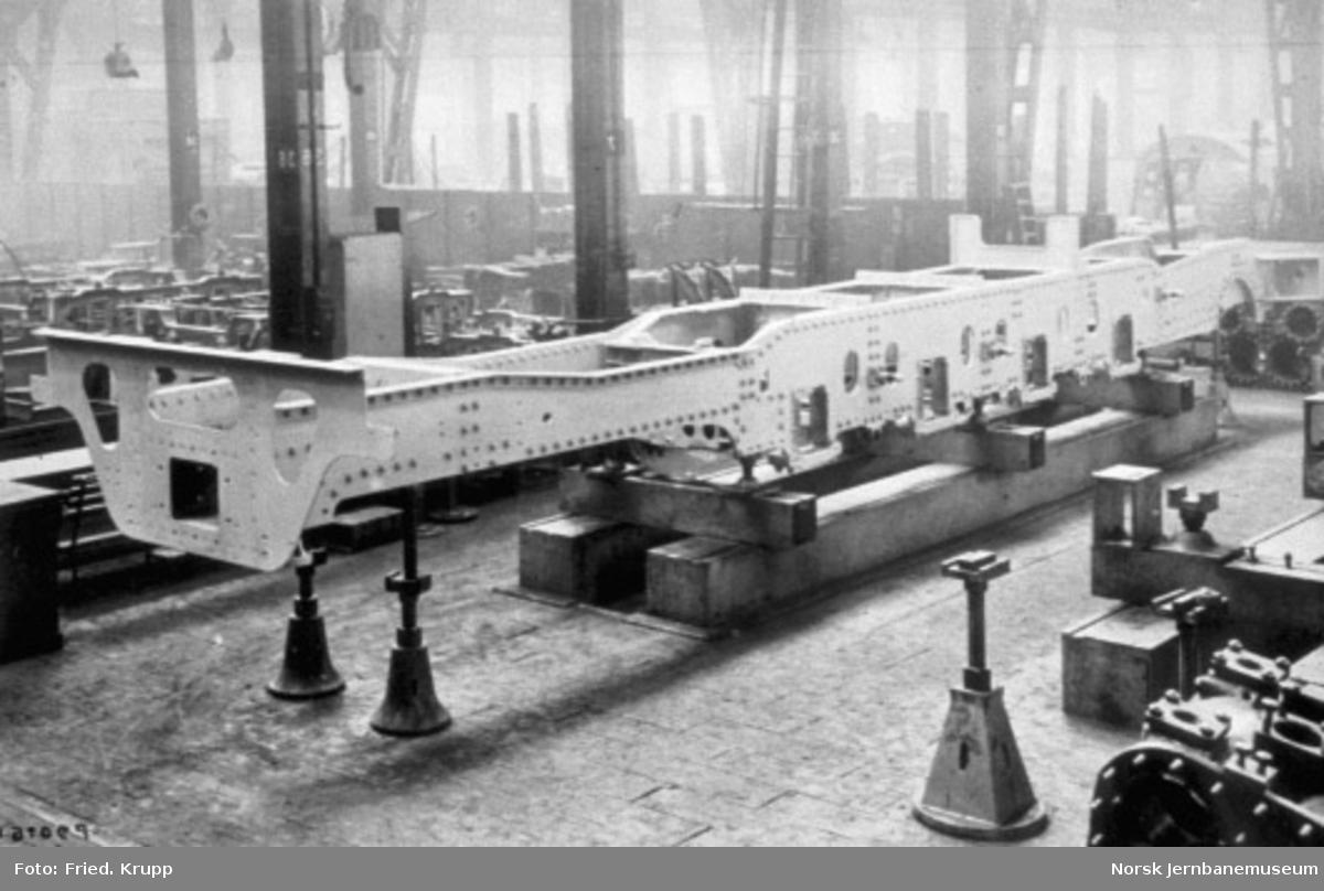 Byggingen av damplokomotiv type 49c, lokomotivrammen