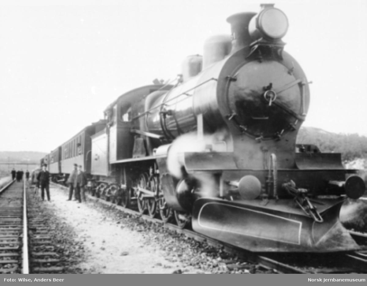Damplokomotiv type 19a nr. 151 med persontog på Narvik stasjon