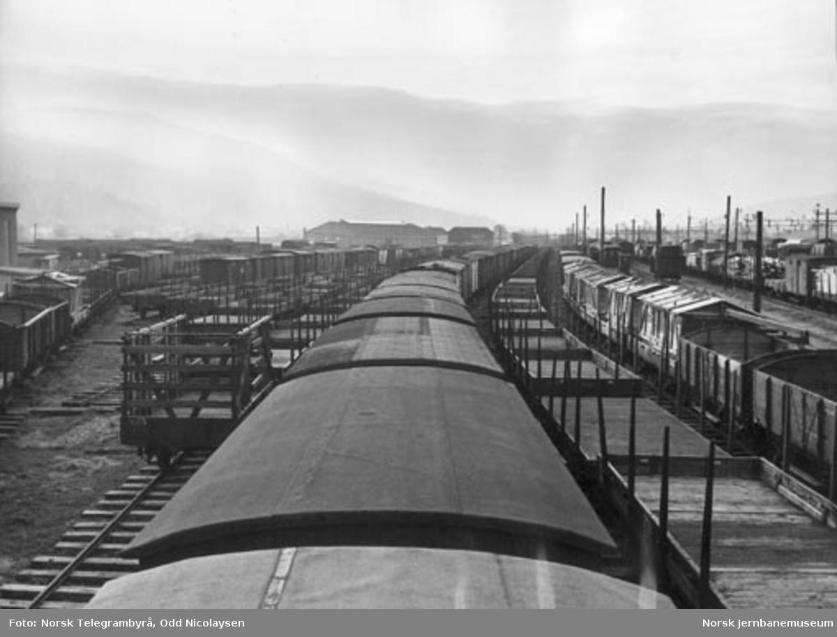 Hensatte smalsporede godsvogner i Drammen etter Vestfoldbanens omsporing