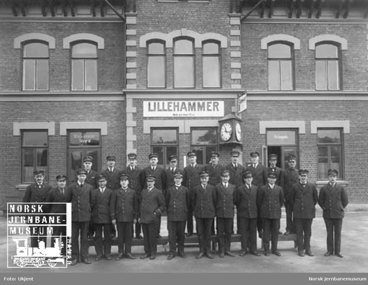 Gruppebilde av betjeningen ved Lillehammer stasjon