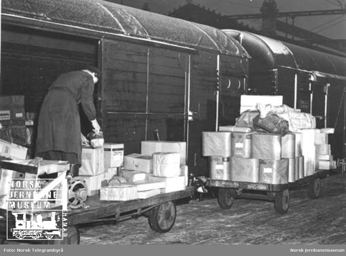 Lasting eller lossing av godsvogner på godsekspedisjonen, Oslo Ø