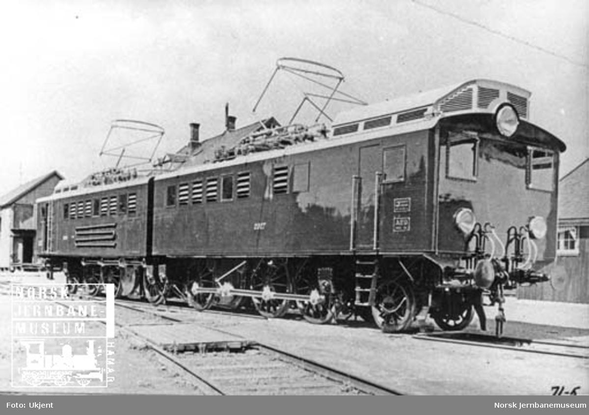 Leveransefoto av elektrisk lokomotiv El 3 nr. 2025+2027