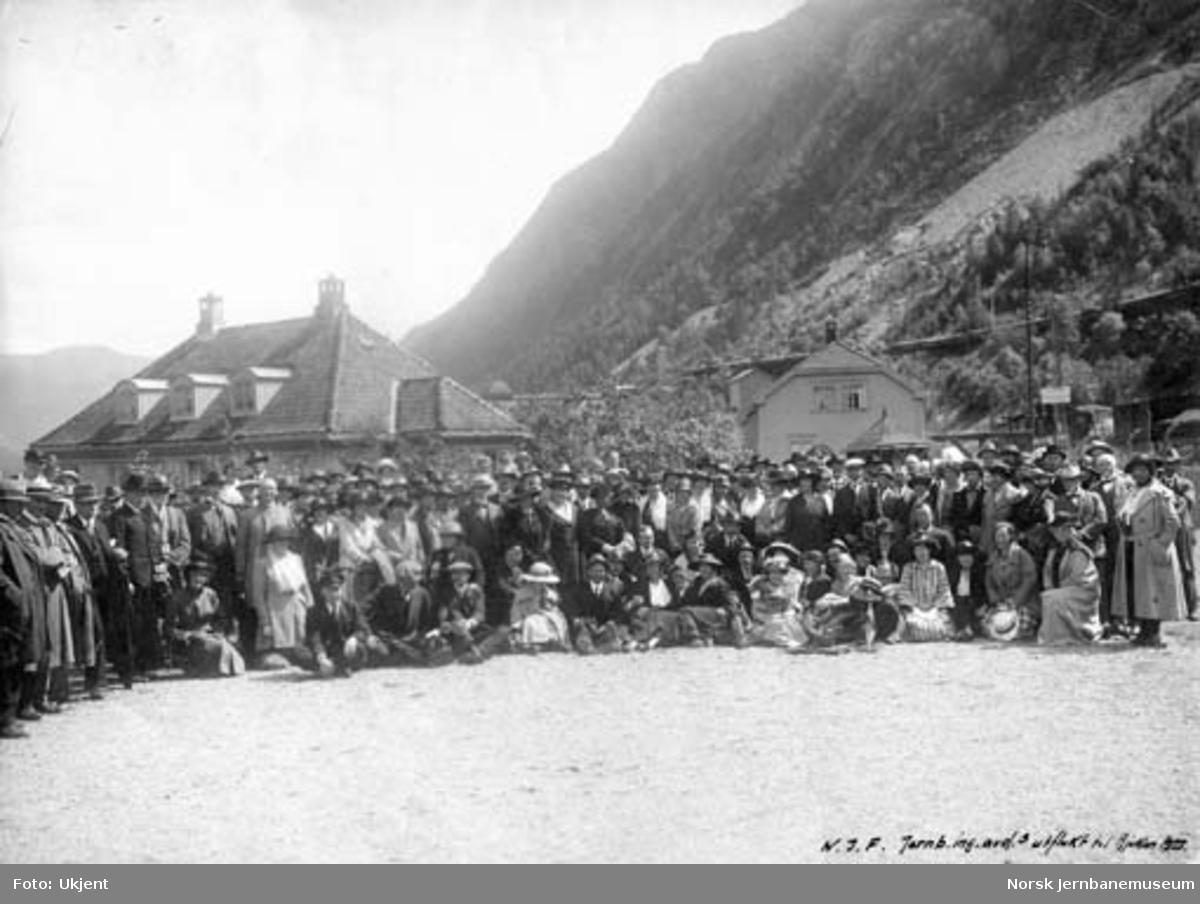 Medlemmer fra N.J.F. jernbaneingeniørenes avdeling på utflukt på Rjukan