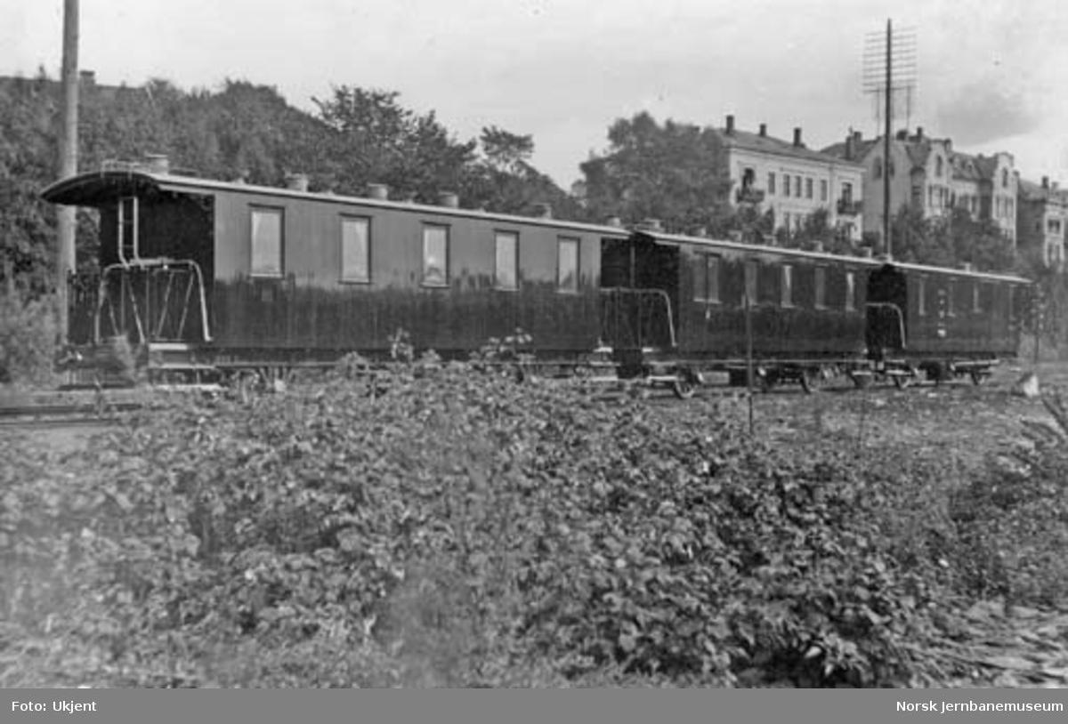 Holmestrand-Vittingfossbanens personvogner klare til forsendelse fra Skabo Jernbanevognfabrik