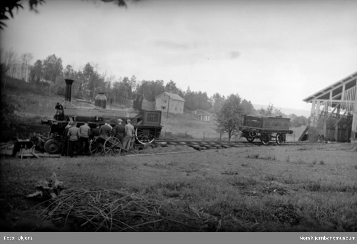 Lok nr. 16 under transport til Jernbanens Dag i 1949