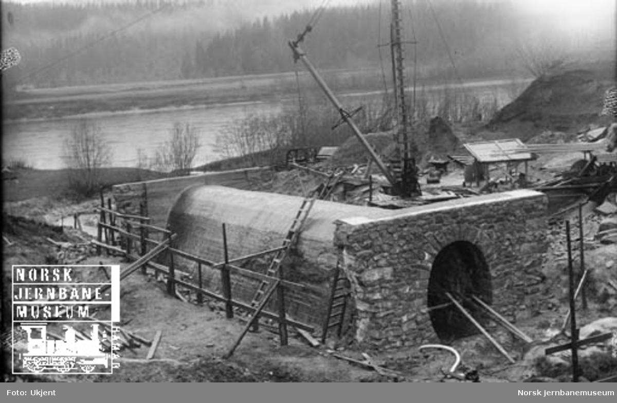 Bygging av kulvert for Engstadbekken, Namsosbanen km 790,52