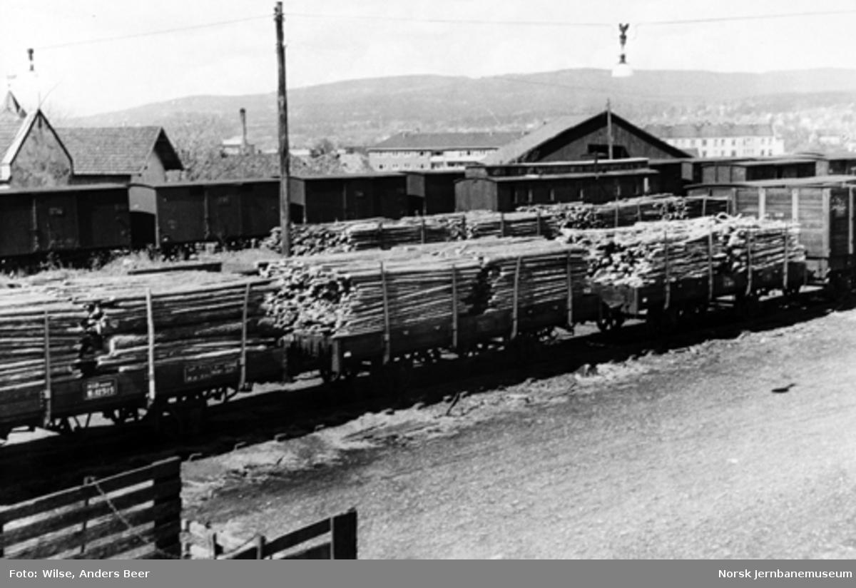 Godsvogner med ved på Grefsen stasjon
