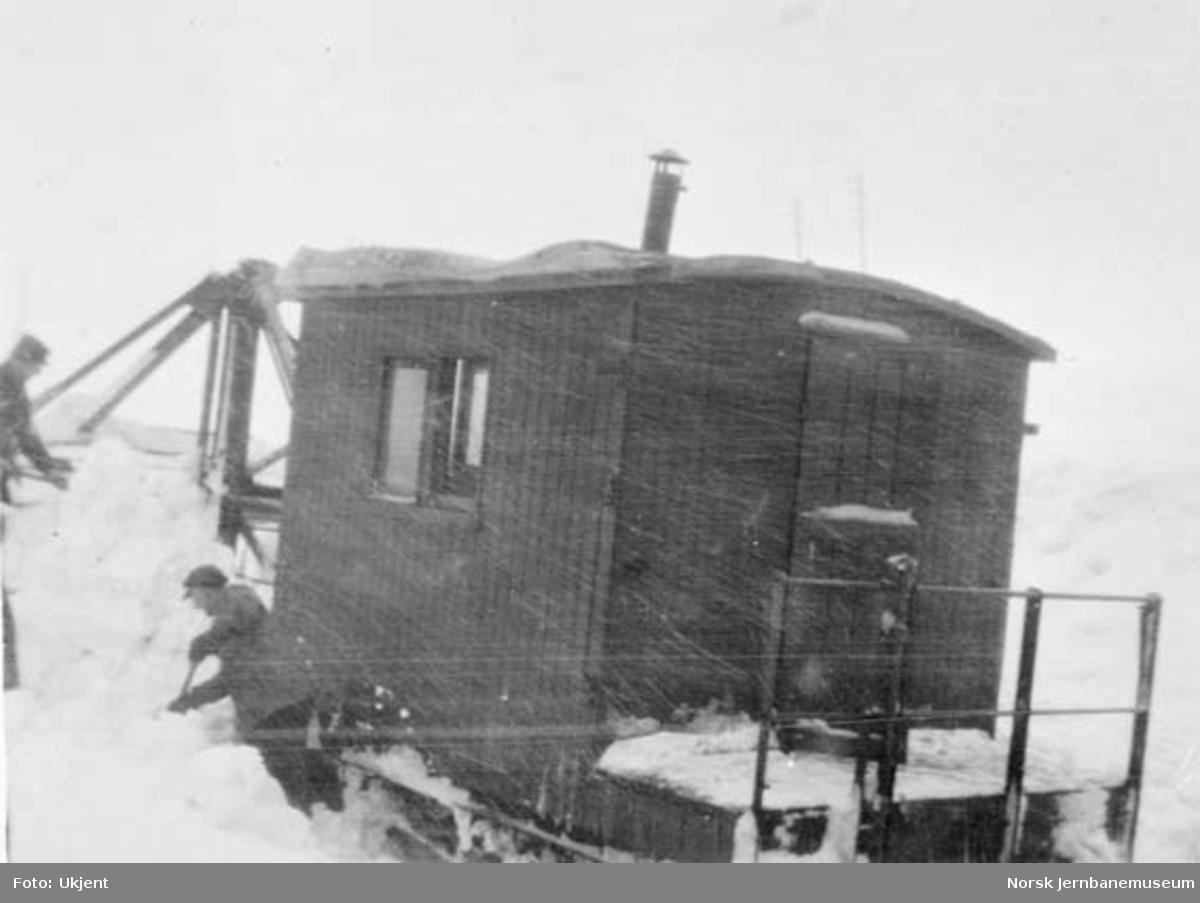Fastkjørt skrape ved Sandå, km 307,0