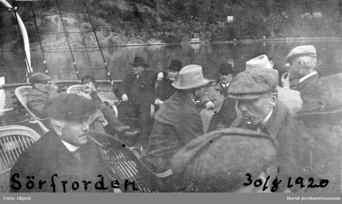 Jernbanebefaring på Vestlandet : deltakerne på tur på Sørfjorden