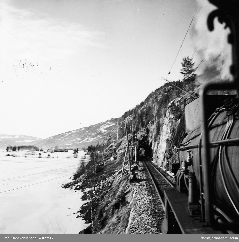 Utsyn fra damplokomotiv type 31b nr. 447 vest for Hønefoss