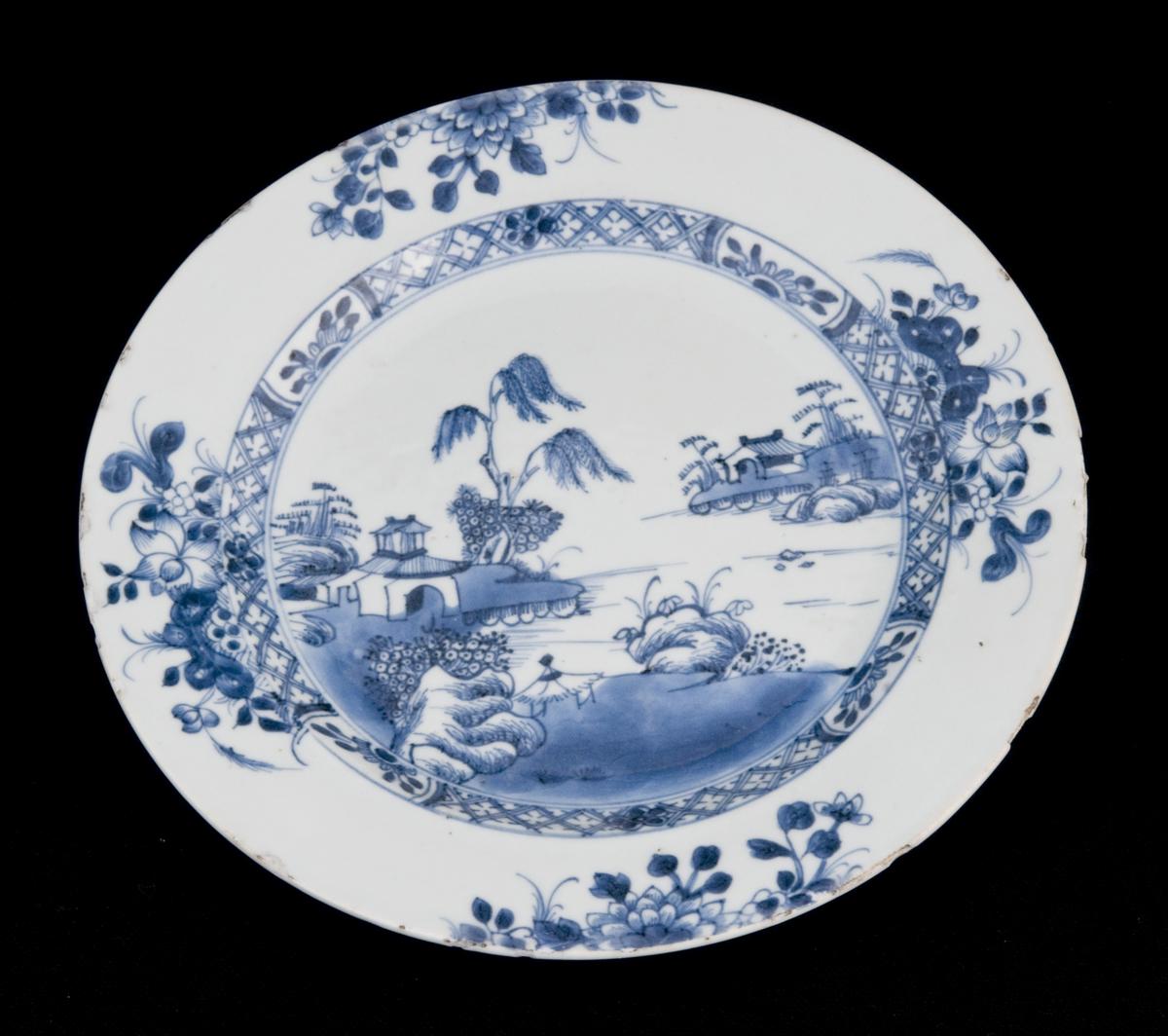 Dyp tallerken med blå dekor
