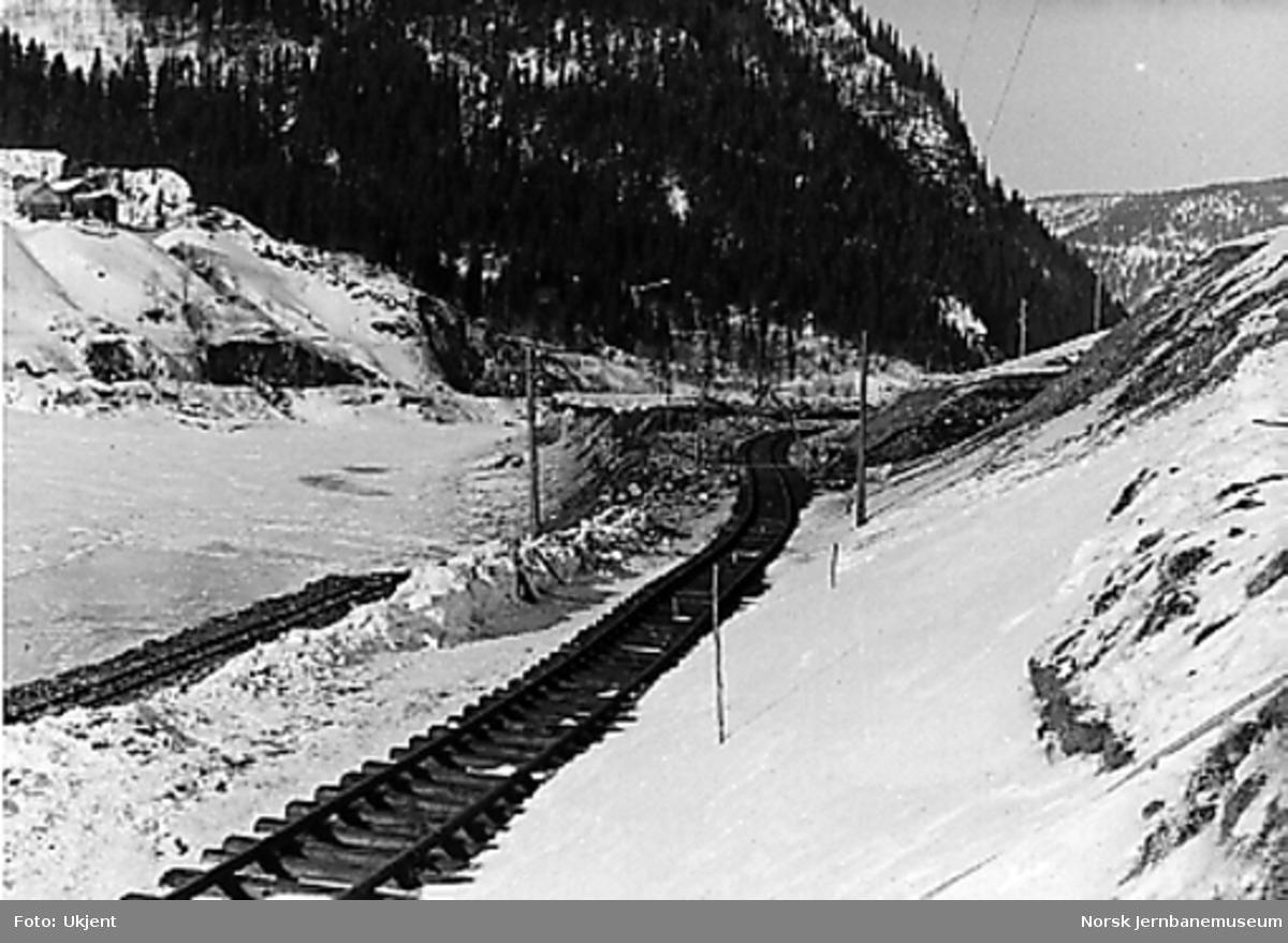 Arbeid med provisorisk ny linje ved Rognes sett fra Rognes tunnel og nordover