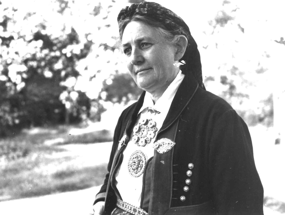 Dølemo Åmli, Aust-Agder 1940. Fru Guro Eppeland.