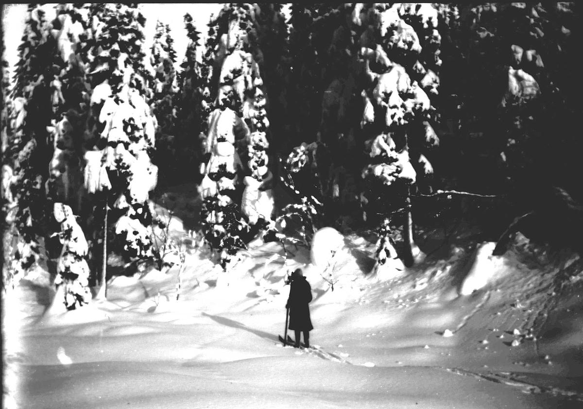 Kvinne på skitur.