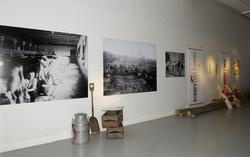 Utstillingsplakater med fotografier fra Bastøy skolehjem. Fr