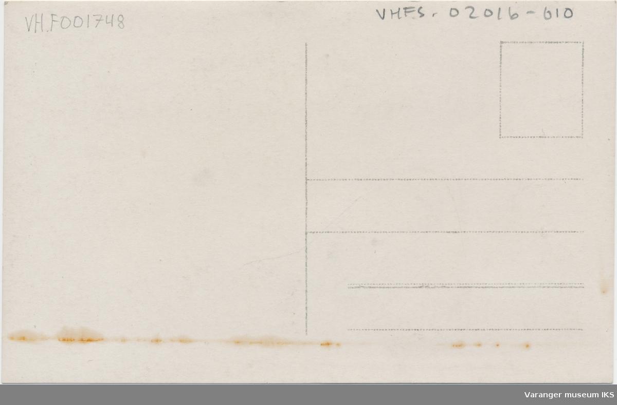 Postkort, Gamvik, nordlandsbåter og russeskuter i forgrunnen