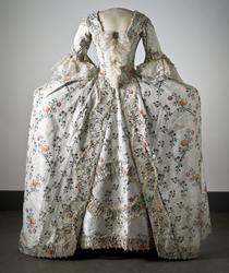 Dräkt av sidenbrokad, 1700-talets mitt. Nordiska museet inv