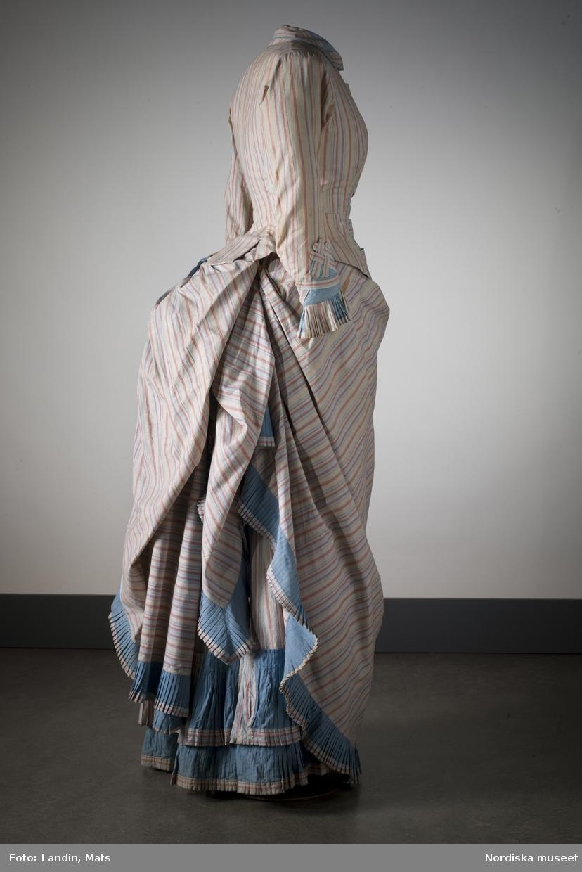 Bomullsklänning som tillhört en av tidningsmannen Lars Johan Hiertas döttrar. Nordiska museet inv nr 991628.