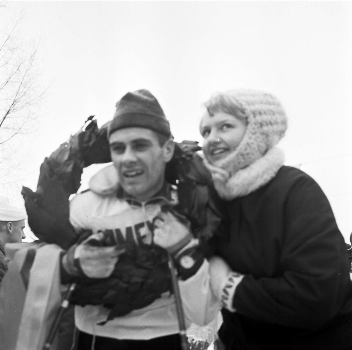Kranskulla och vinnaren Hans Skoglund, Högbo AIK, skidtävlingen Distansloppet mellan Strömsberg och Tierp