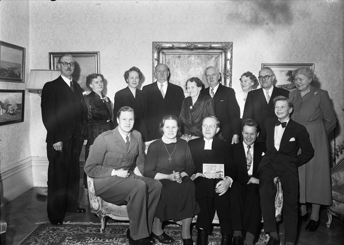 Grupporträtt -  Nils Gyhlenius, 60-årsfirande på Uppsala Gille, Fyristorg, Uppsala 1953