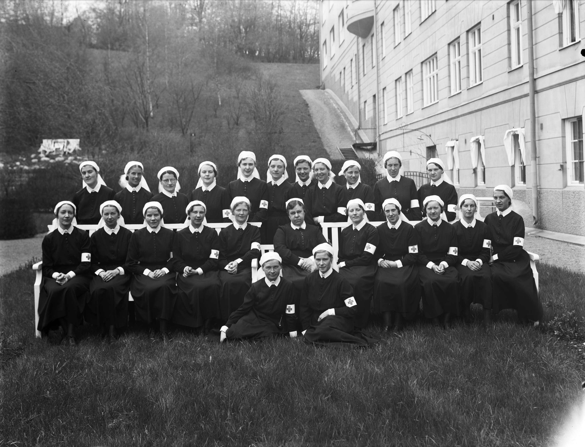 Grupporträtt - sjuksköterskor vid Akademiska sjukhuset, Uppsala 1935