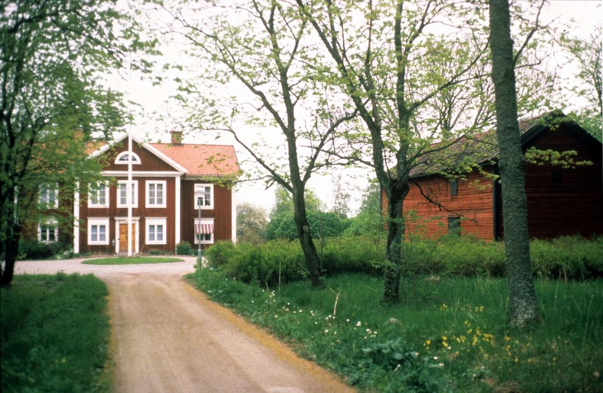 Tillinge Kyrka, stone - RuneS