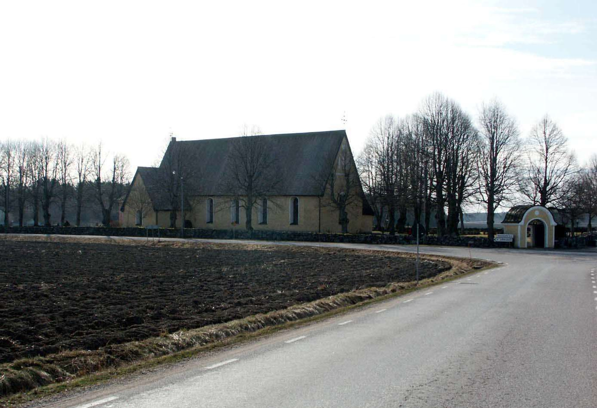 Veckholms kyrka, Veckholms socken, Uppland april 2005