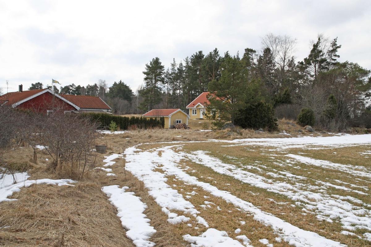 Föreslagen småhustomt direkt norr om befintligt småhusområde i Gurresta, Vassunda socken, Uppland 2009