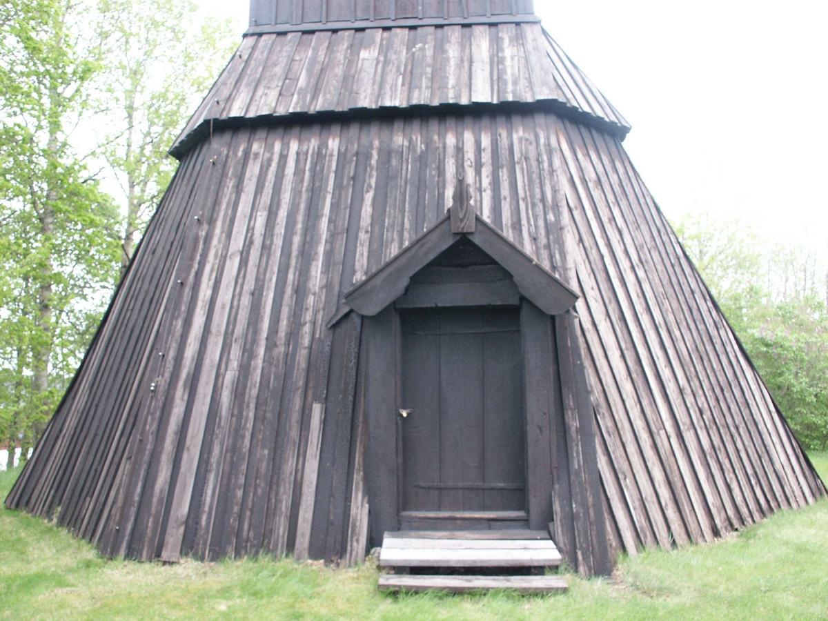 Klockstapeln vid Östuna kyrka, Östuna socken, Uppland 2006