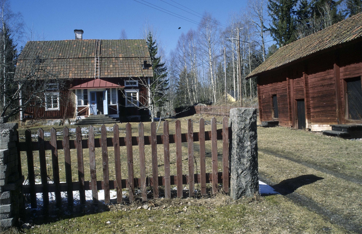 Telefontrassel vid Tobo bruk, Tegelsmora socken, Tobo