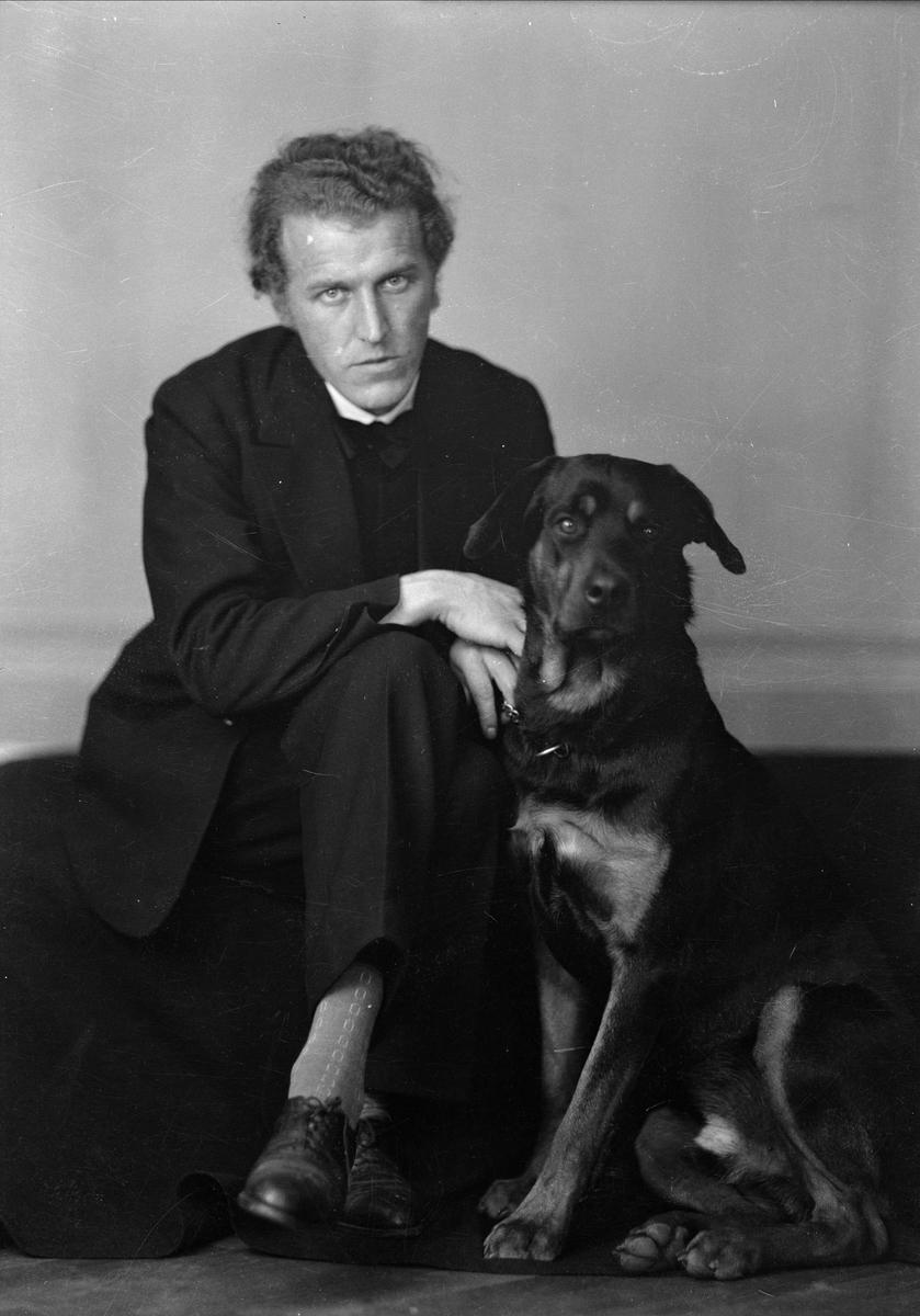 Fotografen Gunnar Sundgren med hund, Uppsala