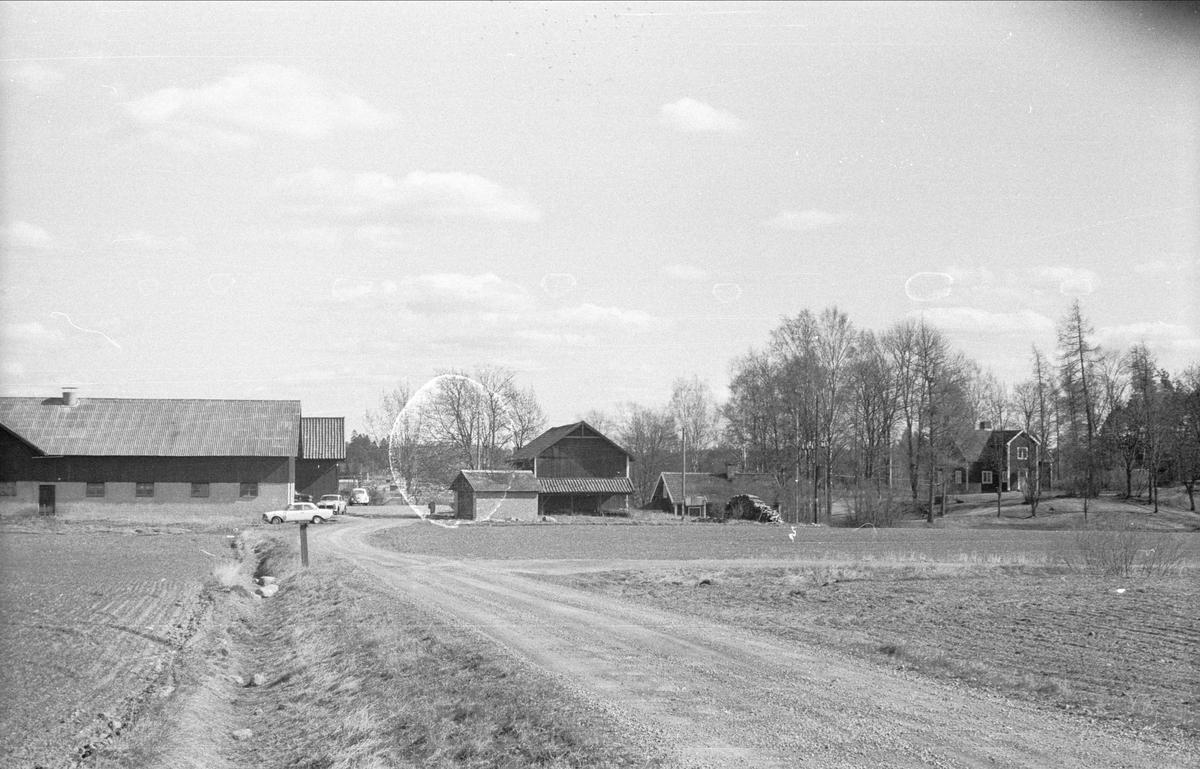 Vy över Kullgränby, Ärentuna socken, Uppland 1977