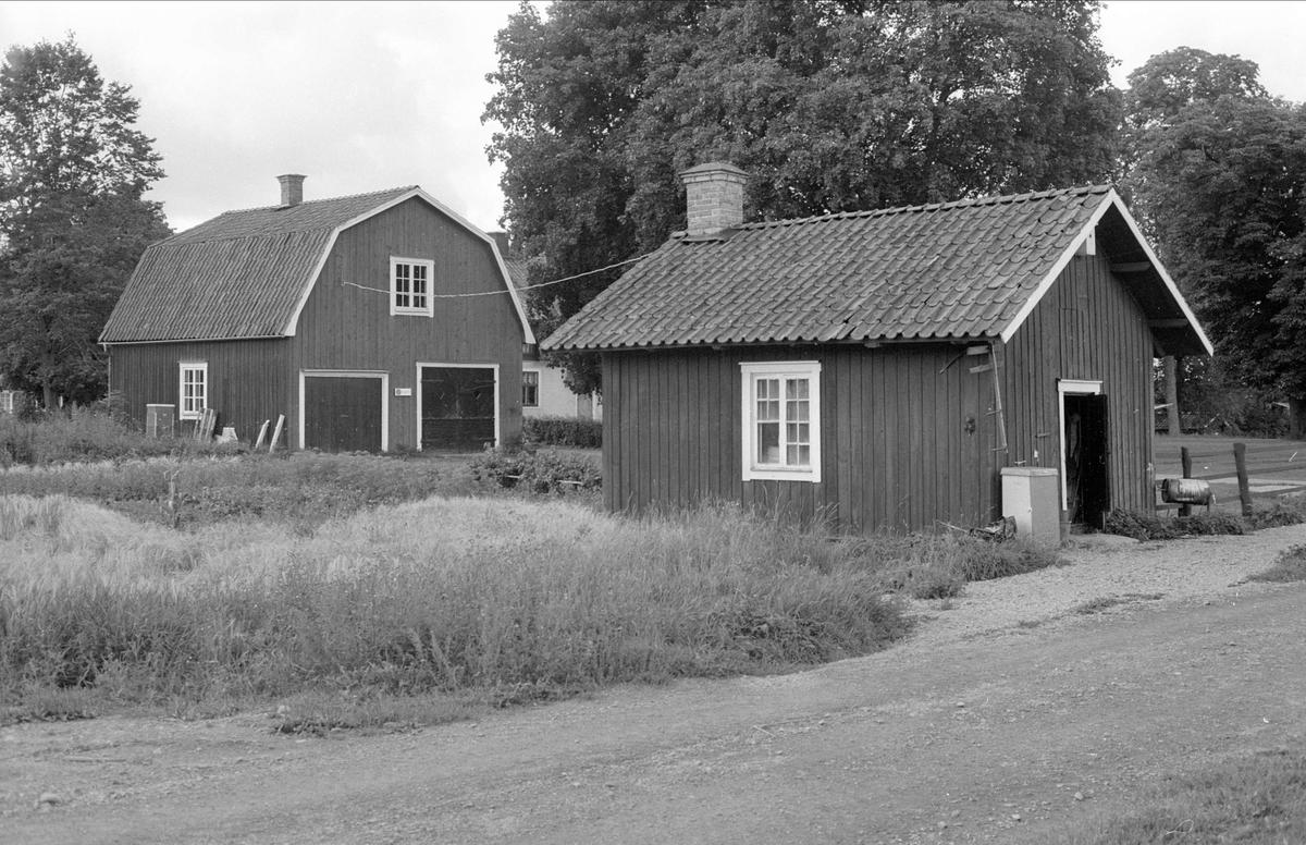 Trädgårdsbod och smedja, Hallkved 1:6, Hallkved, Funbo socken, Uppland 1982