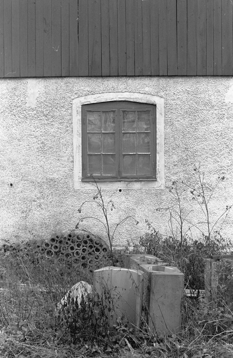 Detalj på lada, Hacksta 3:1, Dalby socken, Uppland 1984